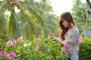 girl in rose garden